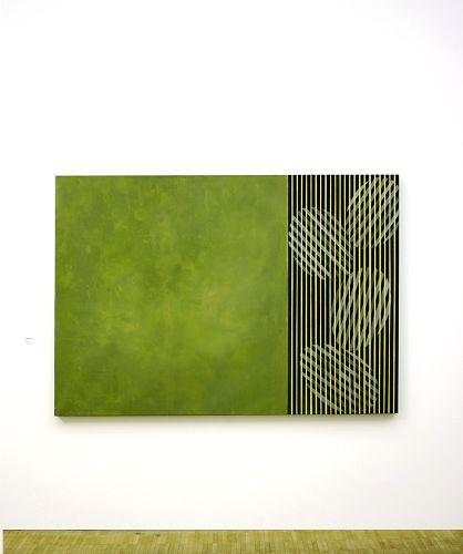 Grünes Farbfeld neben Ovalformation